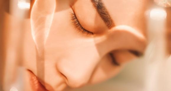 Atklājiet, kā diennakts ritms ietekmē jūsu ādu